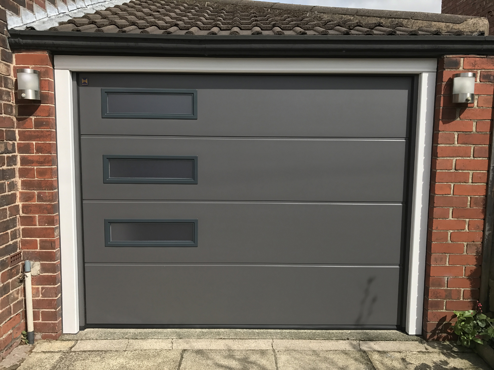 Hormann sectional garage door denton pennine garage doors for Garage doors