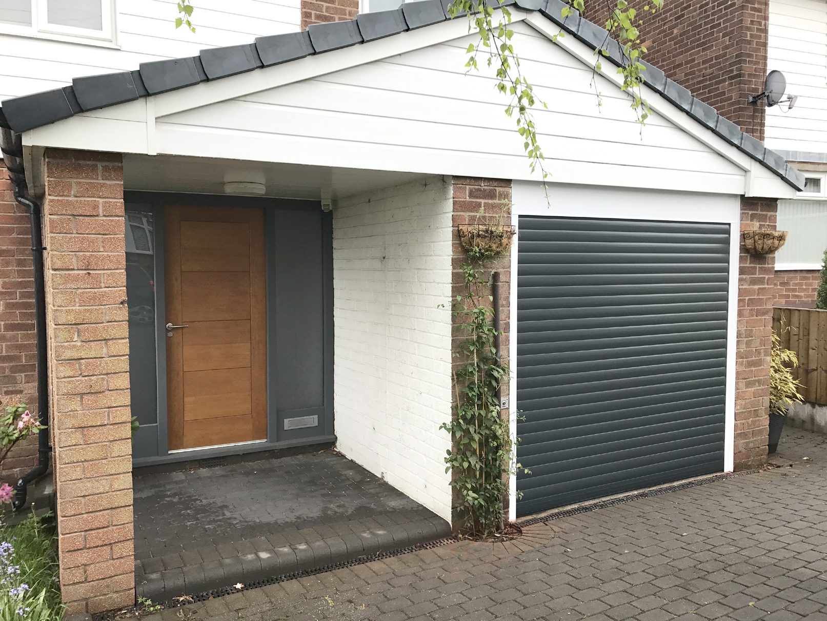 Alluguard roller door stalybridge pennine garage doors for Garage doors uk