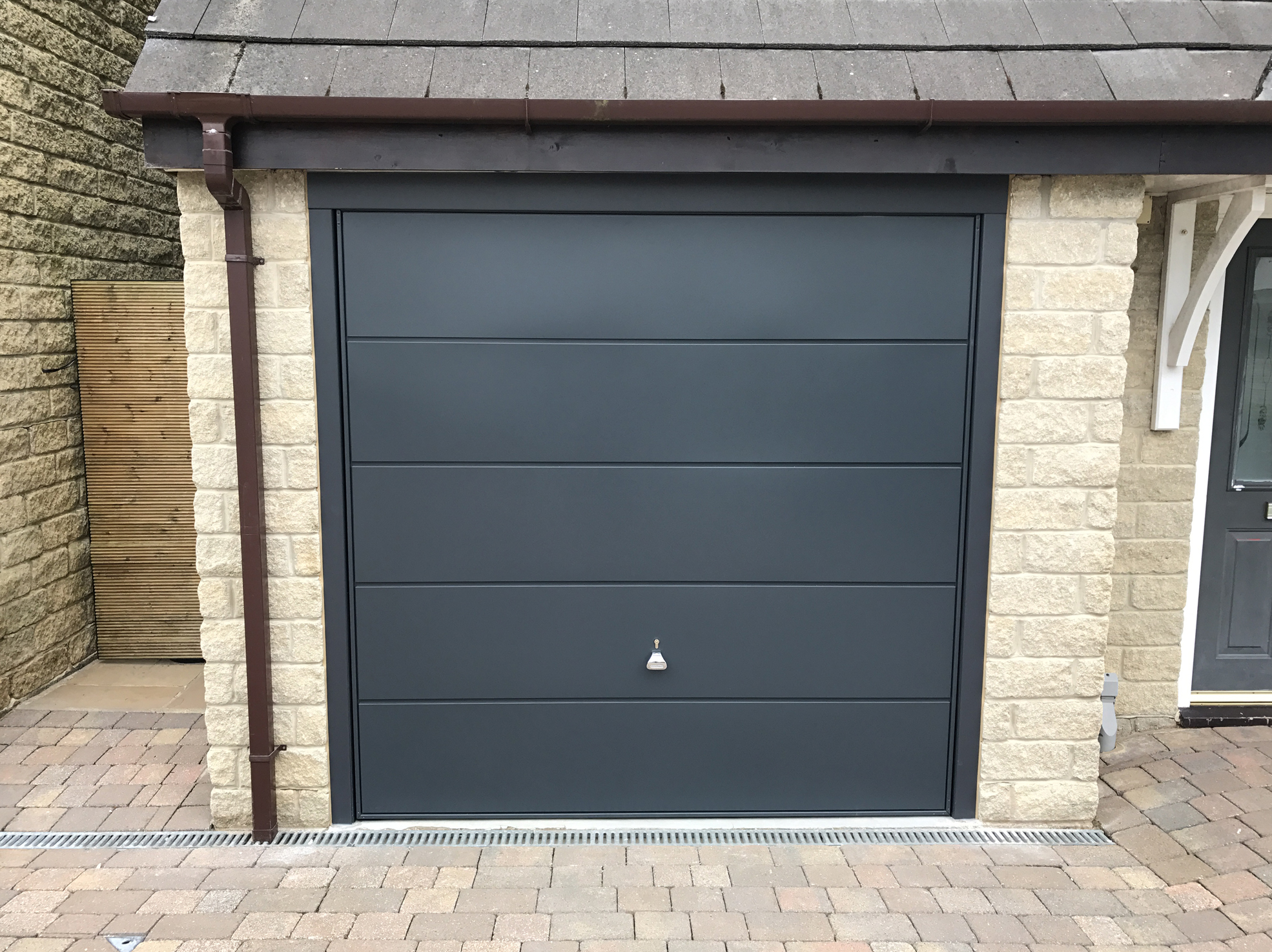 Hormann finesse garage door rossendale pennine garage doors for Garage doors uk
